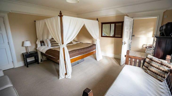 The Lodge, sleeps  32,  Photo 18
