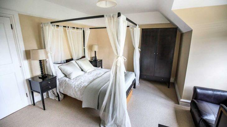 The Lodge, sleeps  32,  Photo 31