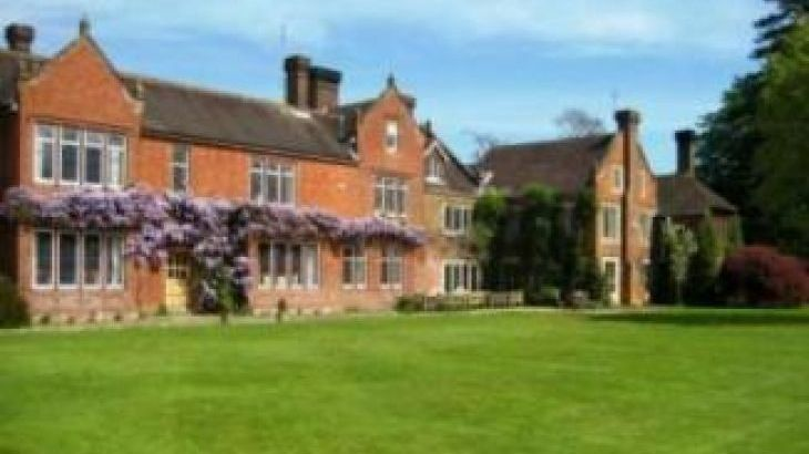 Northfields house chichester west sussex - Houses to rent in uk with swimming pools ...