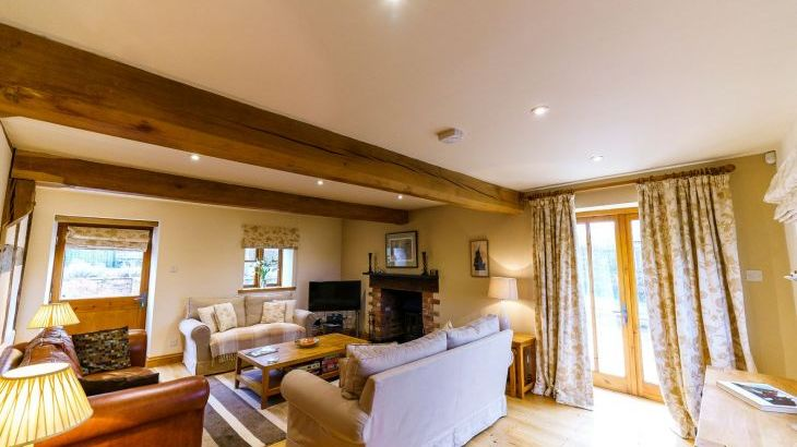 5* Beautiful,Clean,Cottage with Free Parking, WiFi, games room and lovely garden - Photo 12