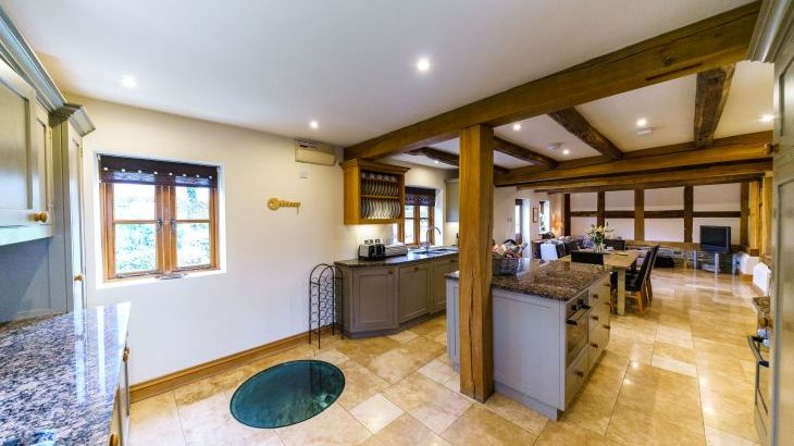 5* Beautiful,Clean,Cottage with Free Parking, WiFi, games room and lovely garden - Photo 14