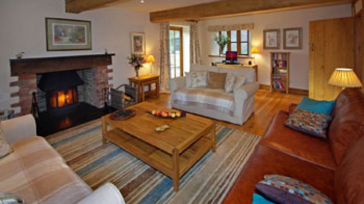 5* Beautiful,Clean,Cottage with Free Parking, WiFi, games room and lovely garden - Photo 3