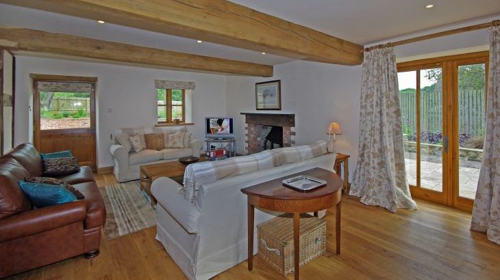 5* Beautiful,Clean,Cottage with Free Parking, WiFi, games room and lovely garden - Photo 7