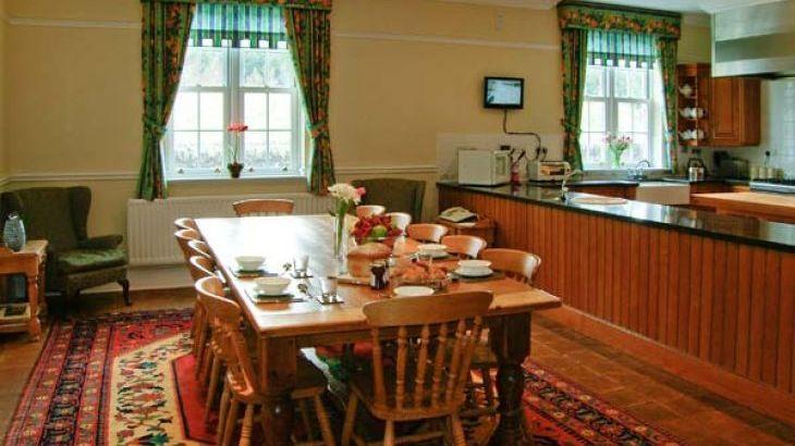 Burnhope Holiday Lodge, sleeps  18,  Photo 6