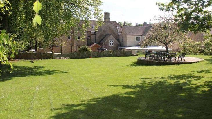 South Hill Farmhouse, sleeps  22,  Photo 43