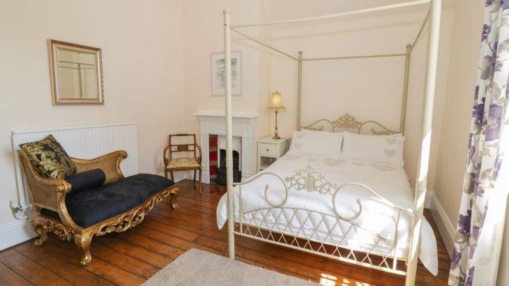 Norton Grange Manor House, sleeps  16,  Photo 21