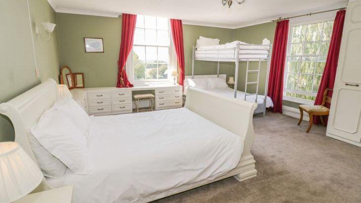 Norton Grange Manor House, sleeps  16,  Photo 24