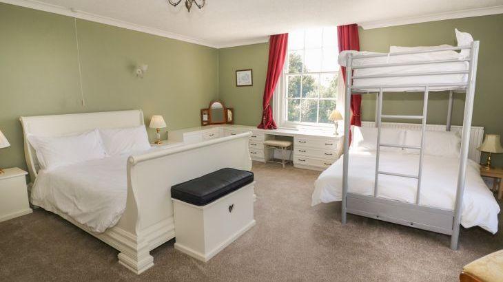 Norton Grange Manor House, sleeps  16,  Photo 25
