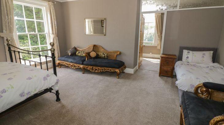 Norton Grange Manor House, sleeps  16,  Photo 29