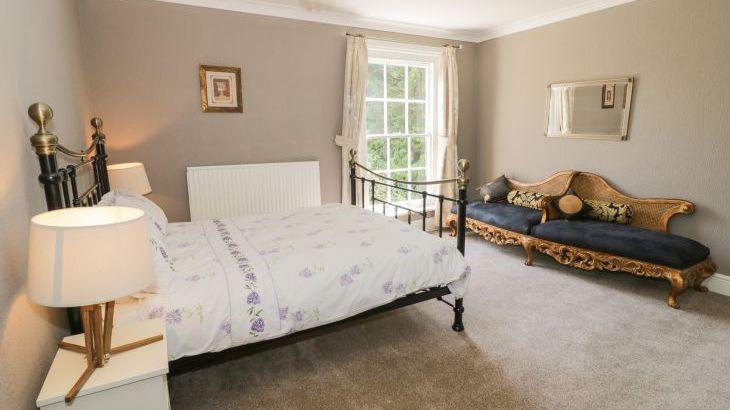 Norton Grange Manor House, sleeps  16,  Photo 34