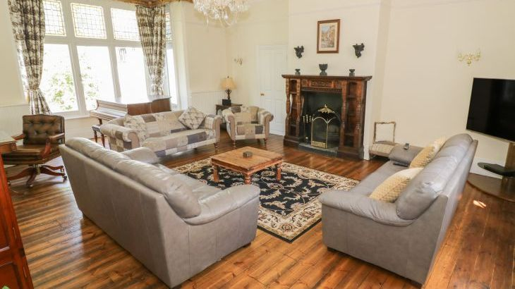 Norton Grange Manor House, sleeps  16,  Photo 5