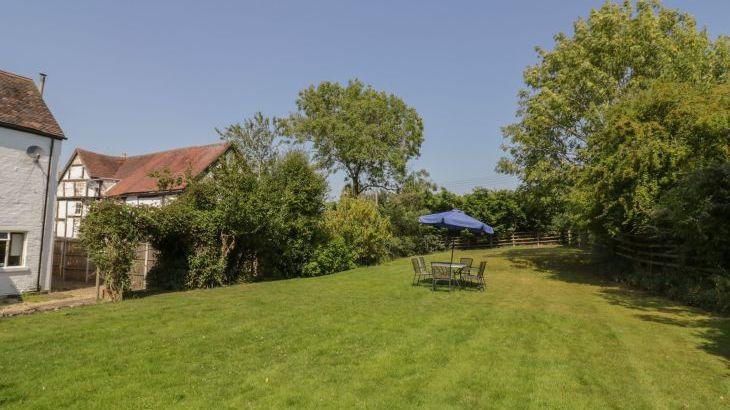 Norton Grange Manor House, sleeps  16,  Photo 49