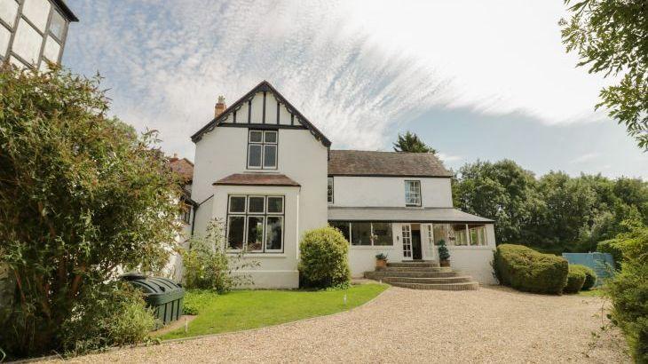 Norton Grange Manor House, sleeps  16,  Photo 3