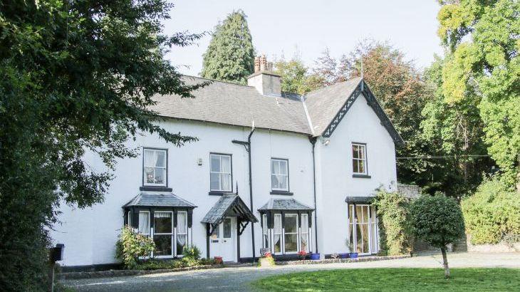 Brookside Manor House, sleeps  30,  Photo 1