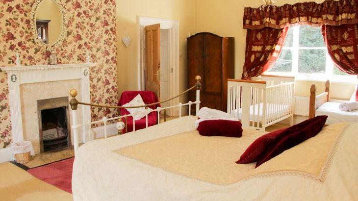 Brookside Manor House, sleeps  30,  Photo 31