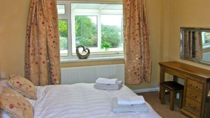 Seaview Dog-Friendly Cottage - Photo 4