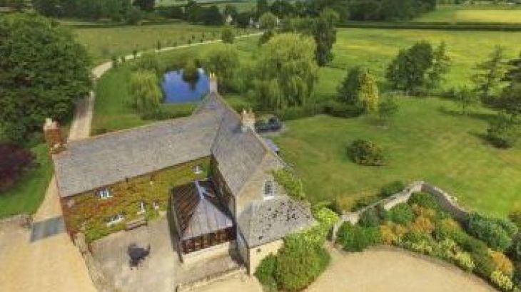 The Cotswold Manor Hall, Exclusive Hot-Tub, Games/Event Barns, 70 acres of Parkland, sleeps  30,  group holiday rental, Oxfordshire