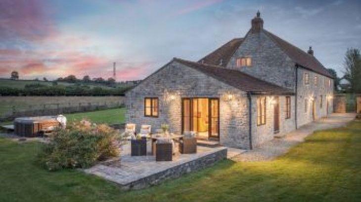 Lower Hedge Farm , sleeps  12,  group holiday rental, Somerset