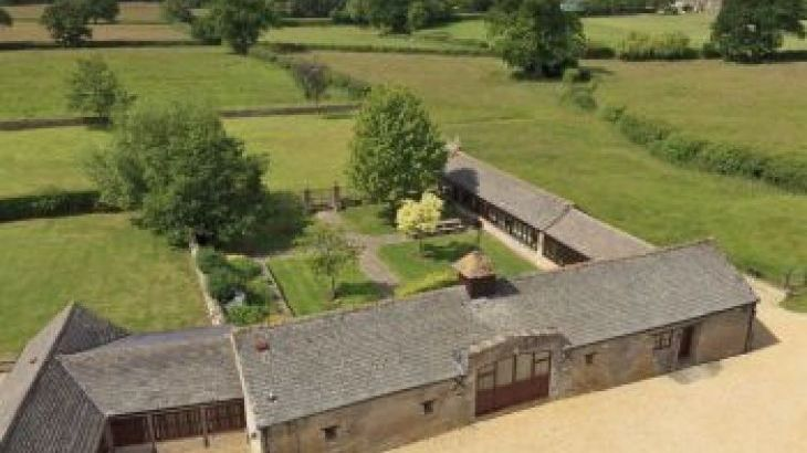 The Cotswold Manor Grange, Exclusive Hot-Tub, Games/Event Barns, 70 acres of Parkland, sleeps  20,  group holiday rental, Oxfordshire