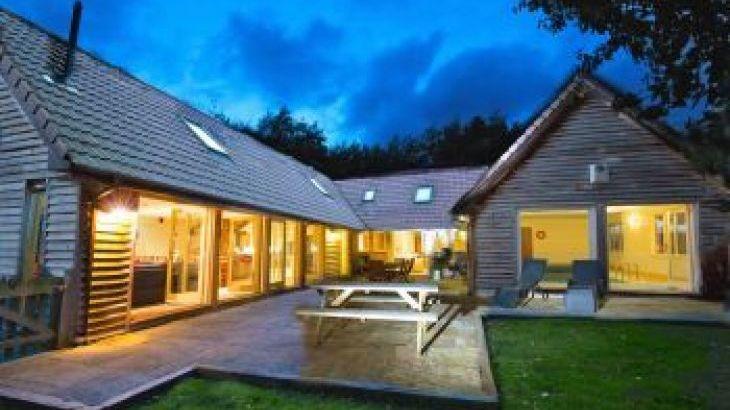 Foxcombe, sleeps  14,  luxury log cabins, Somerset