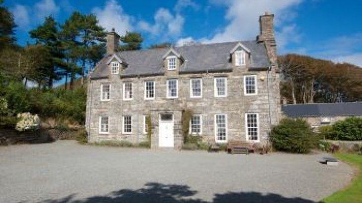 Llanfendigaid, sleeps  17,  group holiday rental, Gwynedd