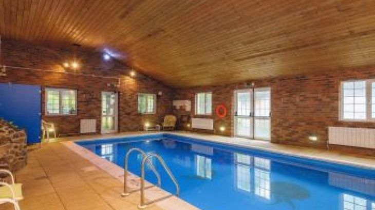 Barlings Barn, sleeps  28,  group holiday rental, Powys
