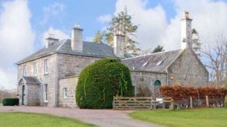 Inverallan House dog friendly holiday cottage, Highlands And Islands , sleeps  15,  group holiday rental, Inverness-shire