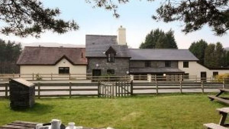 Vulcan Lodge Cottages, sleeps  22,  group holiday rental, Powys