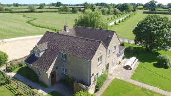 The Cotswold Manor Lodge, Exclusive Hot-Tub, Games/Event Barns, 70 acres of Parkland, sleeps  26,  group holiday rental, Oxfordshire