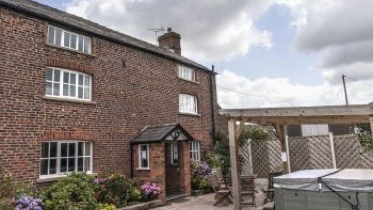 Brookbank Farm, sleeps  18,  group holiday rental, Cheshire