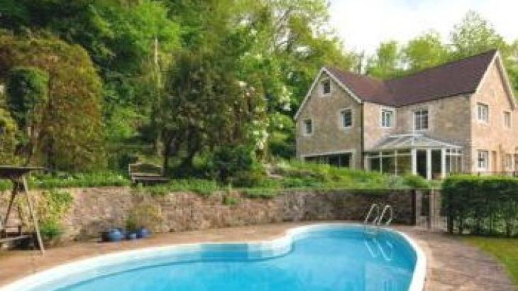 Hidden Valley Country House near Bath, sleeps  16,  group holiday rental, Wiltshire