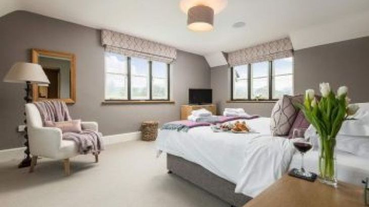 Sleeps 10+1, 5* High Spec, Luxury, House with free WiFi,private driveway, games room, amazing garden and Sonos System, sleeps  11,  group holiday rental, Herefordshire