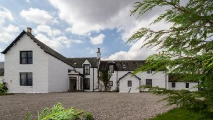 Biallid House, sleeps  15,  group holiday rental, Highland