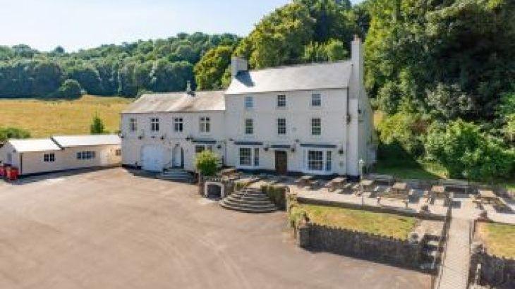 River Wye Lodge, sleeps  26,  group holiday rental, Gloucestershire