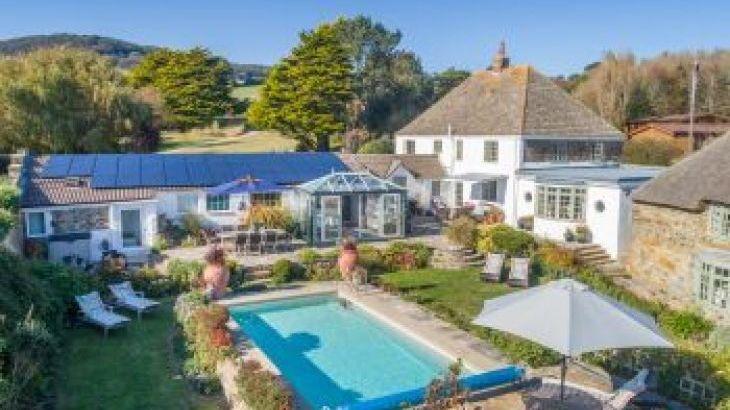 Glenacres, sleeps  12,  group holiday rental, Dorset