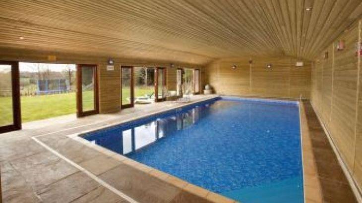 Whitehaven, sleeps  12,  group holiday rental, Gloucestershire