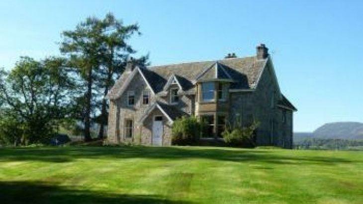 Nuide Farmhouse, sleeps  10,  group holiday rental, Highland