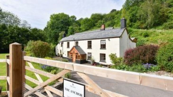 The Anchor, sleeps  20,  group holiday rental, Gloucestershire