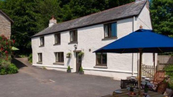 The Farmhouse at Wheel Farm, sleeps  12,  group holiday rental, Devon
