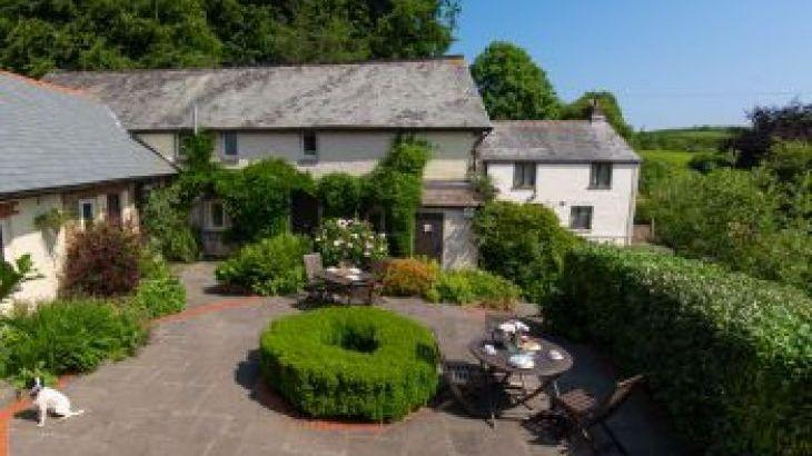 The Barn at Wheelfarm Cottages, sleeps  14,  group holiday rental, Devon