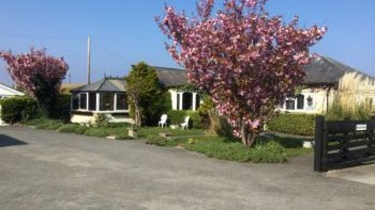 Beach Bungalow, sleeps  14,  group holiday rental, Conwy