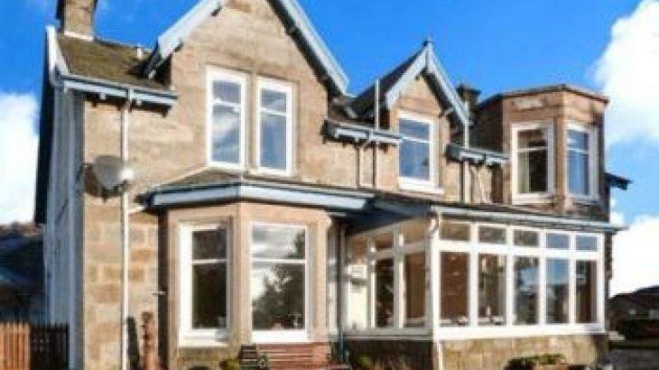 Alvey House, sleeps  19,  group holiday rental, Highland