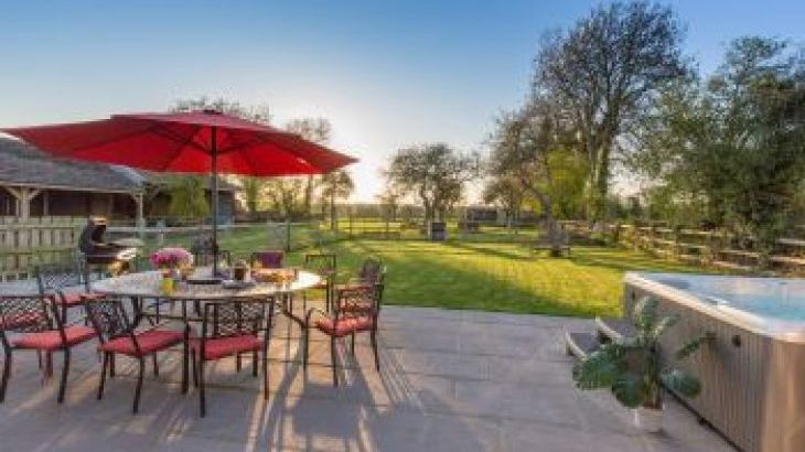 Orchard View, sleeps  13,  group holiday rental, Somerset