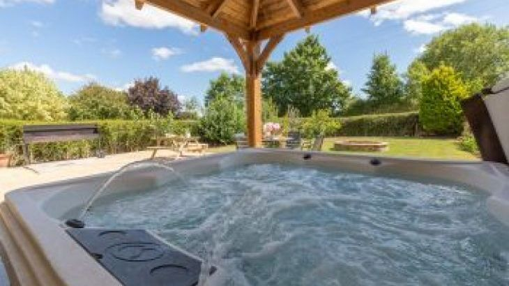 The Plough, sleeps  29,  group holiday rental, Wiltshire