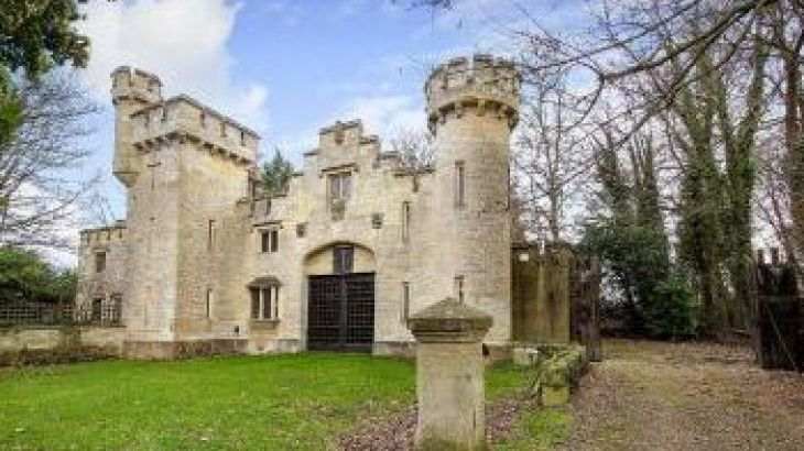 The Castle, sleeps  16,  group holiday rental, Wiltshire