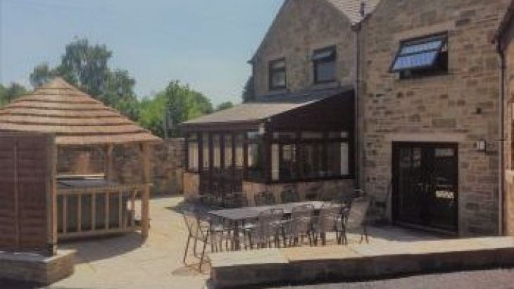 The Escape, sleeps  10,  group holiday rental, Derbyshire