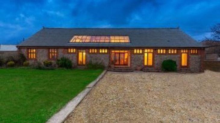 Dustings, sleeps  16,  group holiday rental, Somerset