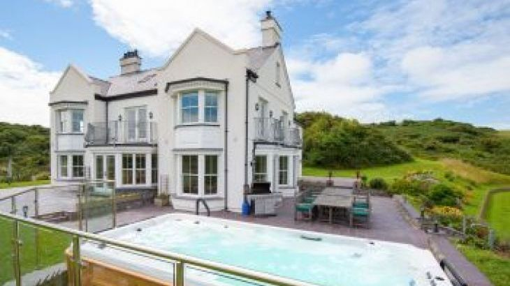 Llanlliana, sleeps  20,  group holiday rental, Anglesey