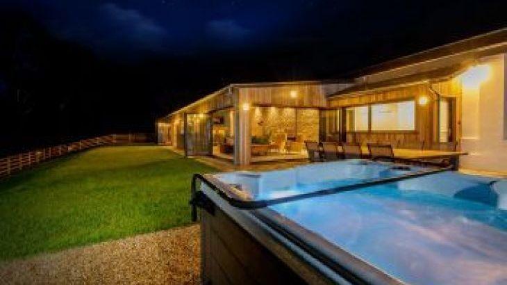 Hill View, sleeps  16,  group holiday rental, Devon