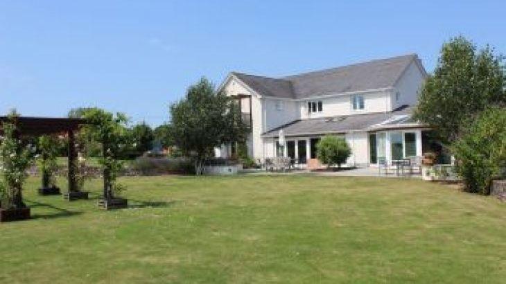Herons Bank, sleeps  14,  group holiday rental, Devon